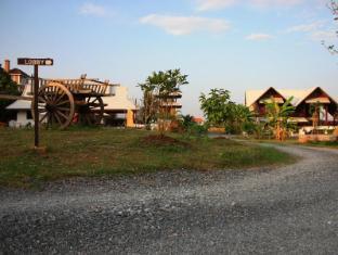 Apirata Resort Nan - Entrance