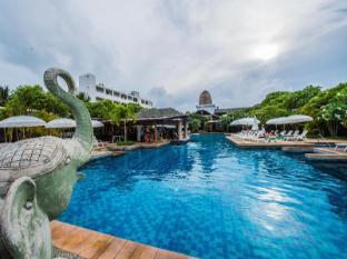 布吉卡塔度假村 布吉 - 游泳池