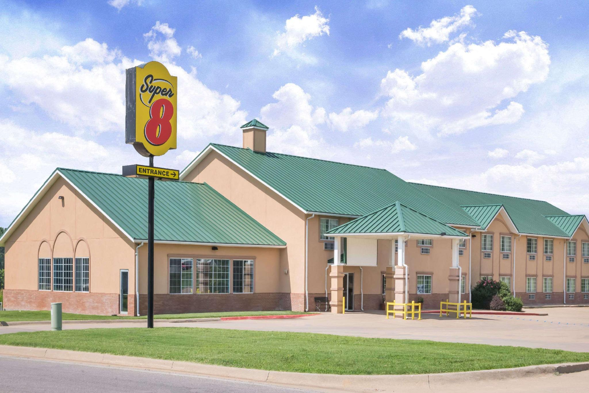 Super 8 Winfield Quail Ridge Area