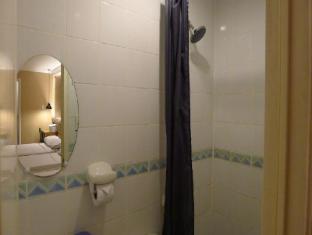 Shogun Suite Hotel Manila - Bathroom