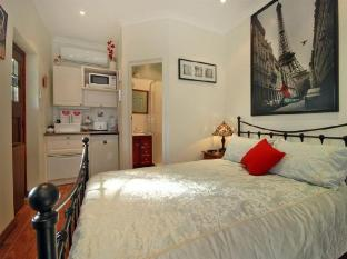 Above Bored Bed and Breakfast Perth - King Room with Ensuite