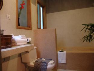 Frangipani Fine Arts Hotel Phnom Penh - Bathroom