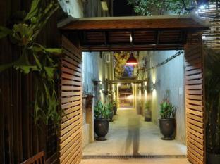 Frangipani Fine Arts Hotel Phnom Penh - Entrance