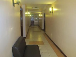 Maya Residence Inn Manila - Hallway