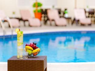 Golden Sands Hotel Apartments Dubai - Swimming Pool - Golden Sands 5