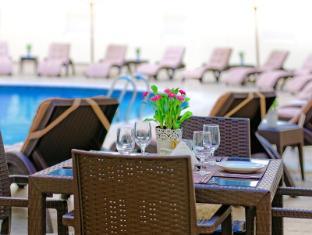 Golden Sands Hotel Apartments Dubai - Swimming Pool - Golden Sands 10