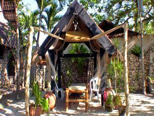 Ravenala Resort Moalboal - Outdoor Massage Bed