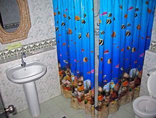 Ravenala Resort Moalboal - Seaview Room Bathroom