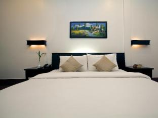 The Moon Boutique Hotel Siem Reap - Family room (Free Round Trip Transfers)