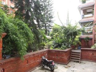 Hotel Ganesh Himal Kathmandu - Parking