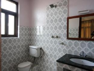 Hotel Ganesh Himal Kathmandu - Bathroom
