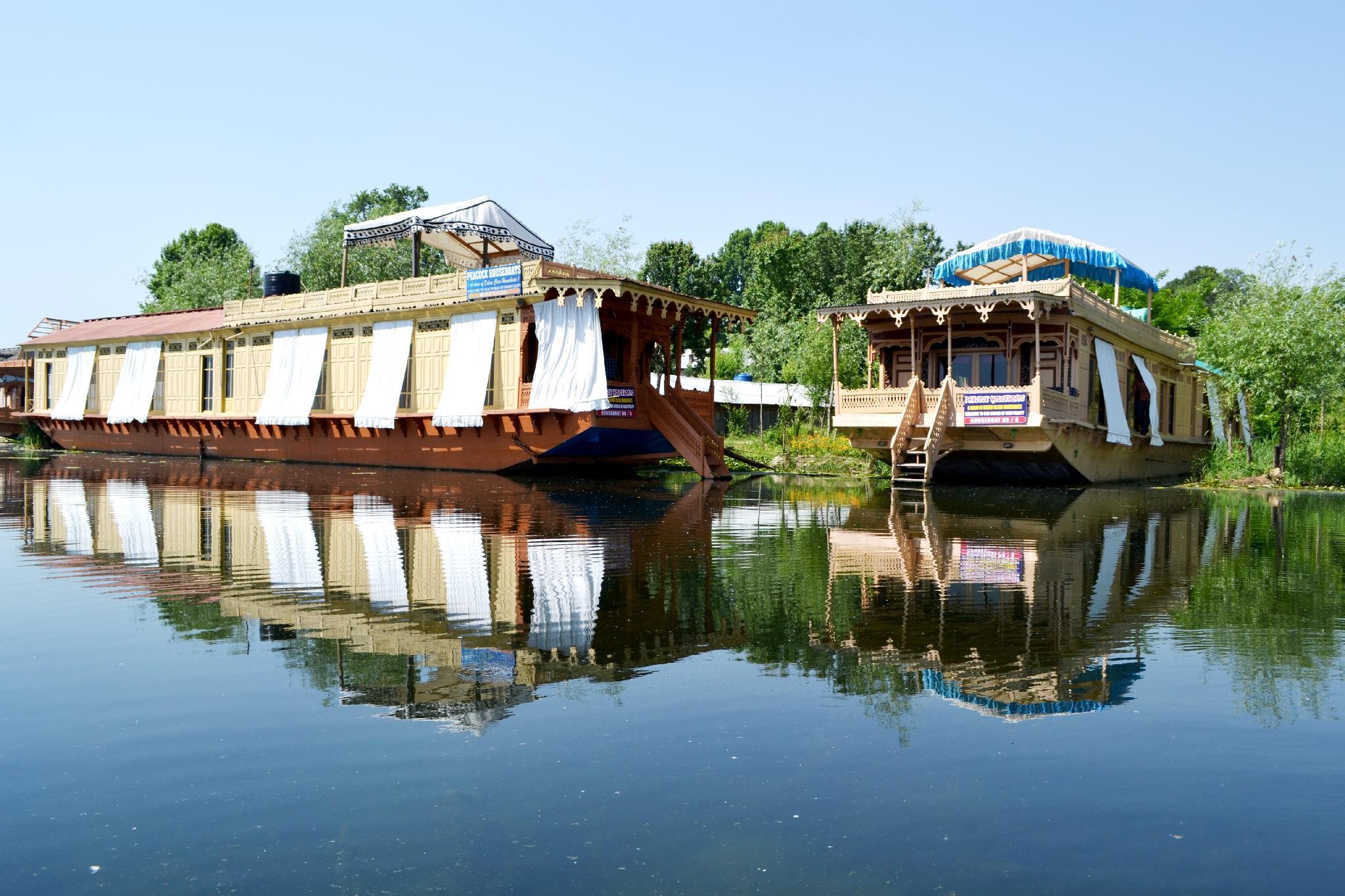 Peacock Houseboats