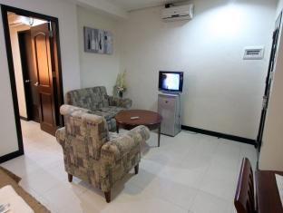 Sunflower Hotel Davao City - Executive Double Living Area