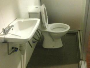 Woodpecker Lodge Kuching - En Suite bathroom