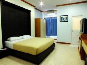 Dee Prom Hotel