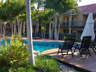 at Beach Court Holiday Villas Whitsunday Islands - Uszoda