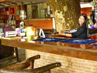 Hollanda Montri Guesthouse Chiang Mai - Food and Beverages