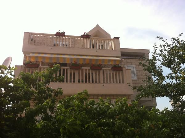 Apartments Pralija