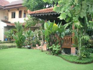 Deluxe Room 1 at Kraton Homestay Yogyakarta