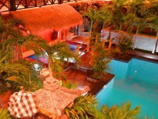 Bali Spark Resort Dive & Spa Bali - Night pool bar