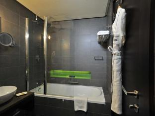 Hues Boutique Hotel Dubai - Bathroom