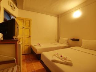 Relax Guest House Phuket - Kamar Tidur