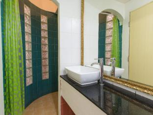 Connect Guesthouse Phuket - Bathroom