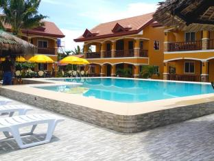 Slam's Garden Resort Malapascua Island - View pool and rooms