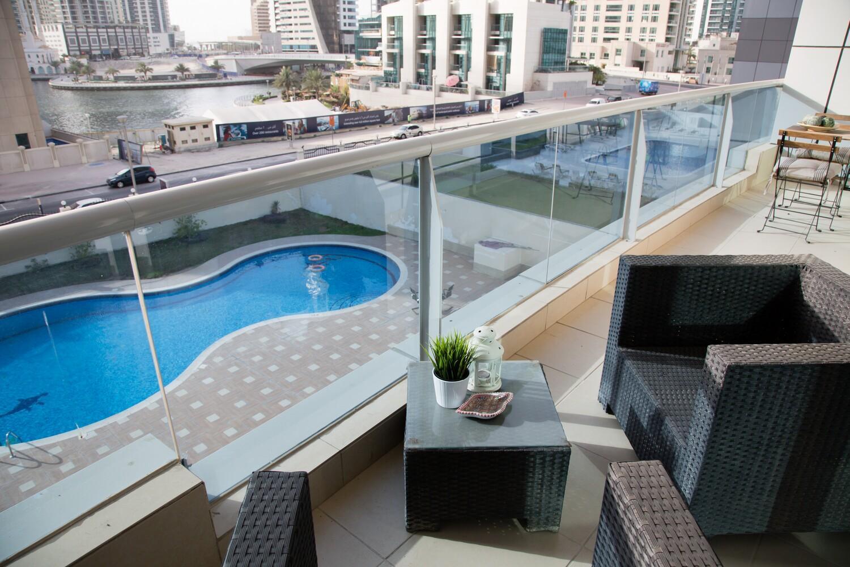 Cool Apartment With Marina Views & Close To Metro