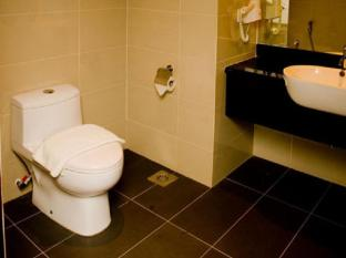 Hotel Sixty3 Kota Kinabalu - Bathroom