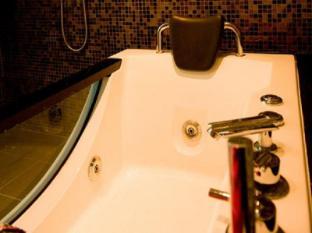Hotel Sixty3 Kota Kinabalu - Suite bathroom