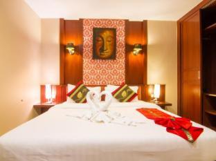 Patong Hemingway's Hotel Пхукет - Вітальня
