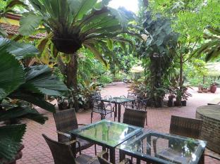 Hotel Precious Garden of Samal Davao City - גינה