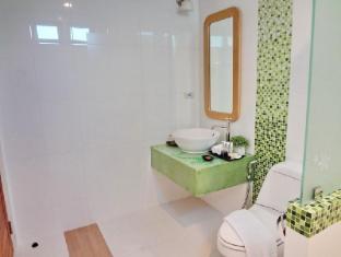 Bussaba Bangkok Suvarnabhumi Airport Hotel Bangkok - Triple Deluxe Bathroom