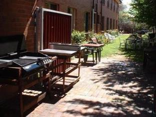Victor Lodge B&B Guesthouse Canberra - BBQ Area
