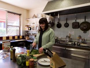 Victor Lodge B&B Guesthouse Canberra - Guest Kitchen 10am to 9pm