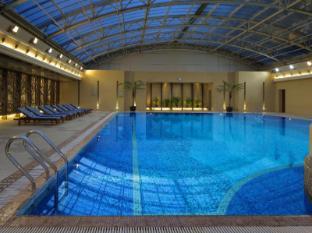 Radisson Blu Hotel Shanghai New World Shanghai - Swimming Pool