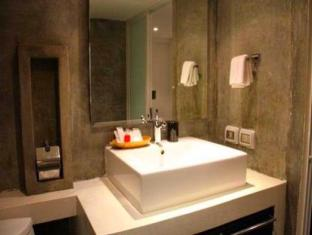 The Front Apartments Phuket - 2 Bedrooms Deluxe-Bathroom