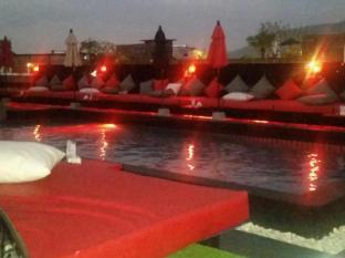 Asialoop Guesthouse Phuket - Swimming Pool
