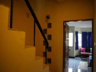 Beshert Guesthouse Phuket - Interior del hotel