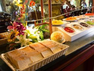 Tiger Hotel Phuket - Breakfast Line
