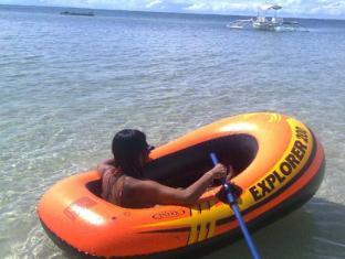 White Beach Bungalows Bantayan Island - Rubber boat