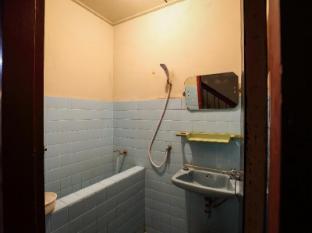 Phuket 43 Guesthouse Phuket - Bathroom