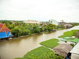 Princess Suvarnabhumi Airport Residence Bangkok - River behind hotel