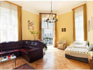 Downtown Classic Apartment