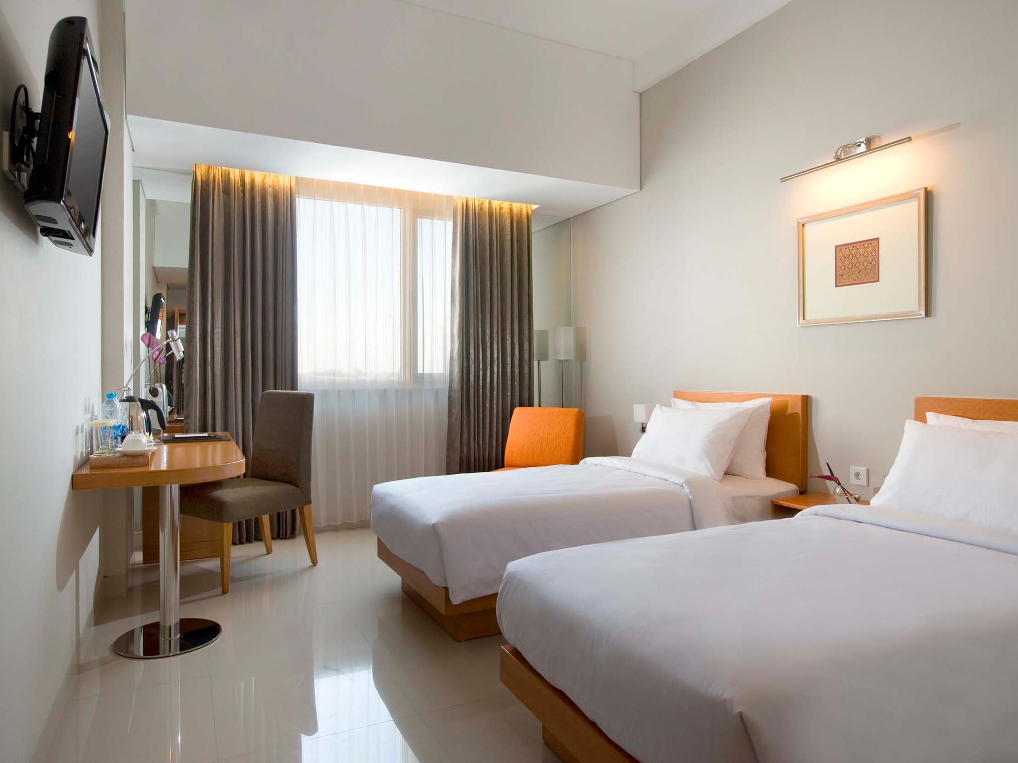 harga Hotel Santika Jemursari murah