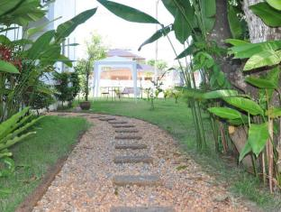 Arun Seaview Apartment Phuket - Walkway to The Pool