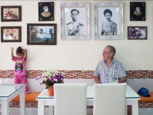 At Phuket Inn Patong Beach Phuket - Hotel's Restaurant