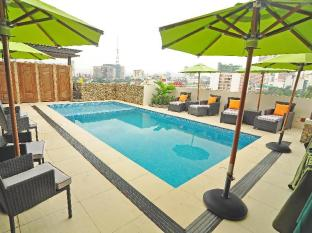 The Cocoon Boutique Hotel Manila - Pool Deck at Noon Time