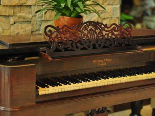 The Cocoon Boutique Hotel Manila - Steinway Grand Piano